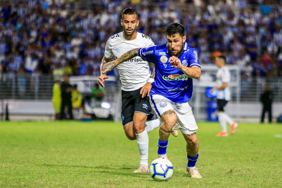 Jonatan Gómez é titular no time do CSA — Foto: Ailton Cruz - Gazeta de Alagoas
