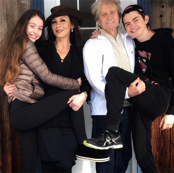 Carys Douglas, Catherine Zeta-Jones, Michael Douglas, Dylan Douglas (Foto: Instagram)
