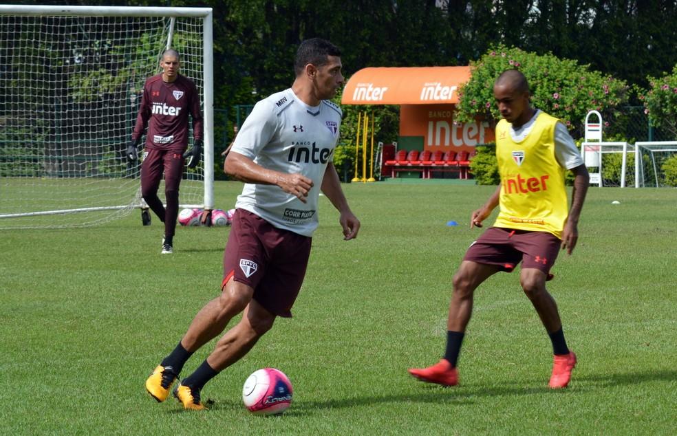 Diego Souza em treino no CT da Barra Funda (Foto:  Érico Leonan / saopaulofc.net)