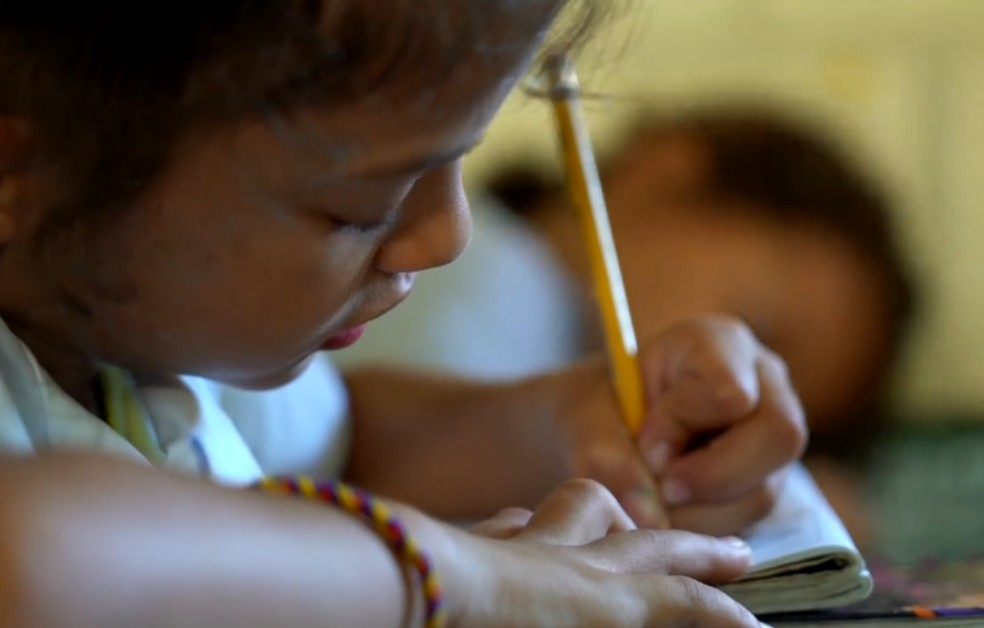 Na última década, a Colômbia conseguiu dobrar o número de matrículas de alunos de 0 a 5 anos. — Foto: Reprodução/Bom Dia Brasil