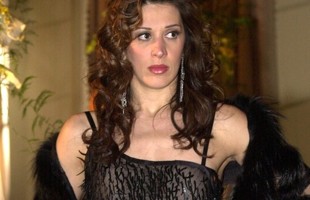 """Em """"As filhas da mãe"""", de 2001, Claudia Raia viveu a transexual Ramona e repetiu a parceria com Alexandre Borges, com quem viveu um casal (Foto: Memória TV Globo)"""