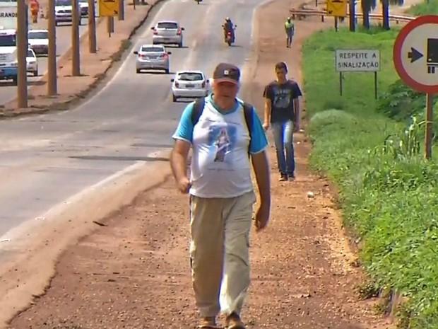Ele já caminhou mais de 80 mil km a pé (Foto: Reprodução/TVCA)