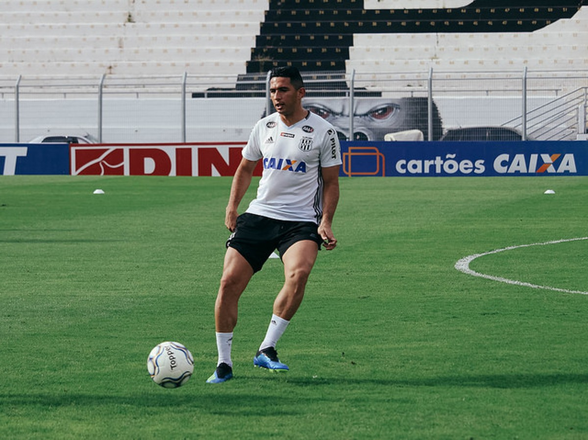 Ausência de Danilo deixa Ponte Preta indefinida para duelo contra o Criciúma   0a6f74b7e2c57