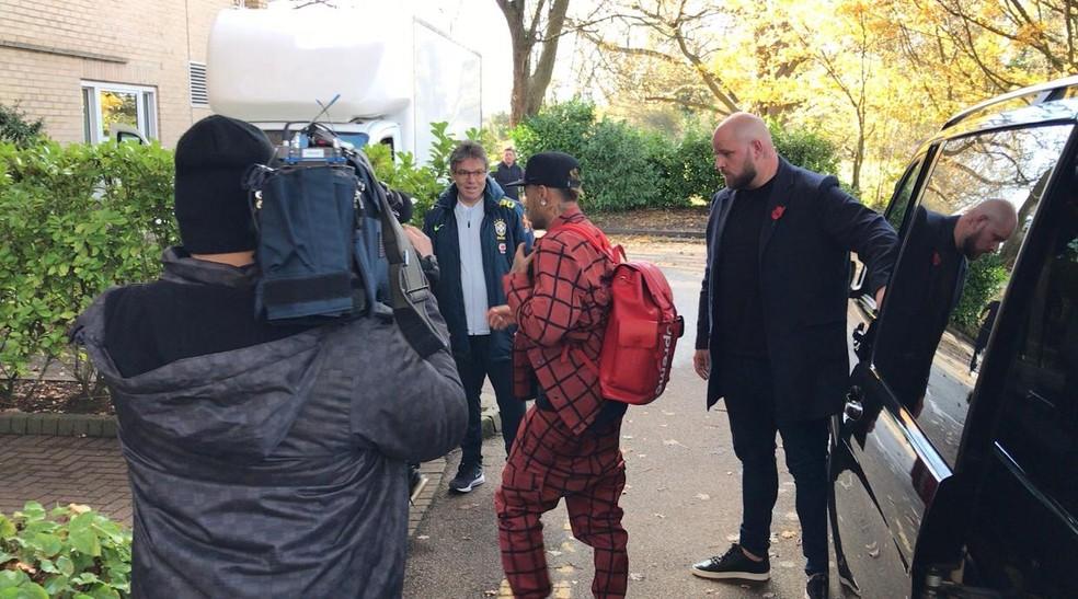 Neymar chega à concentração da seleção brasileira em Londres — Foto: Alexandre Lozetti/GloboEsporte.com