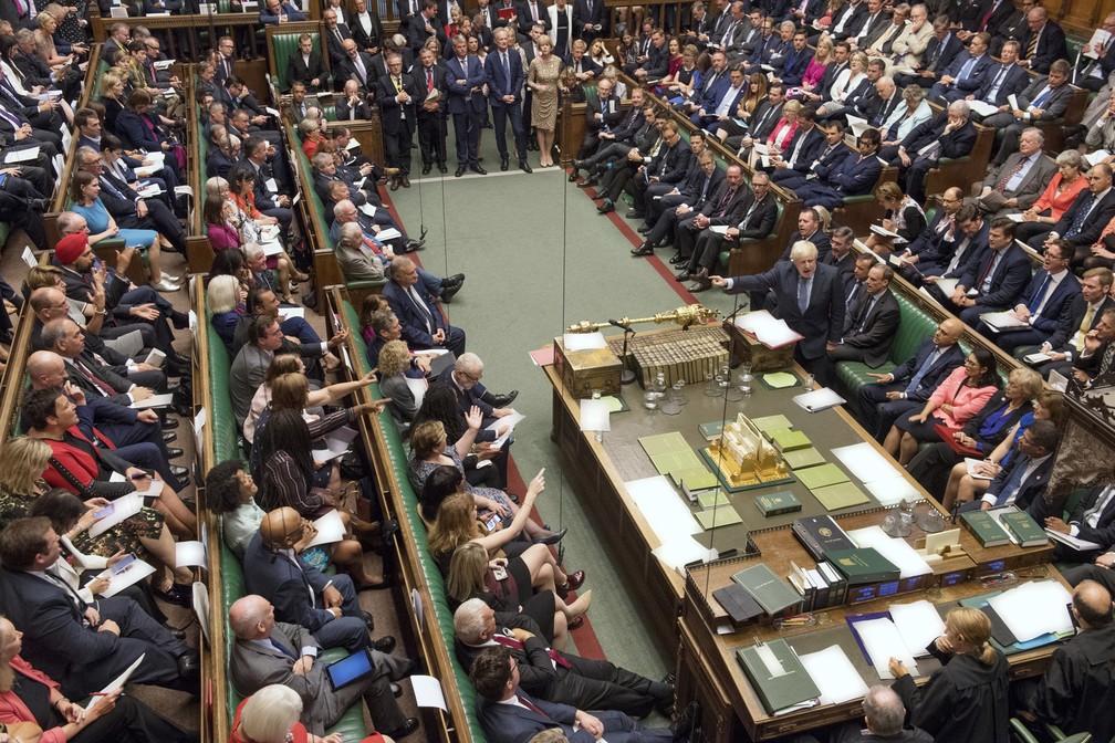 Boris Johnson, premiê do Reino Unido, discursa no parlamento britânico durante quarta-feira (4) de decisões sobre o Brexit. — Foto: Jessica Taylor/Cámara de los Comunes vía AP