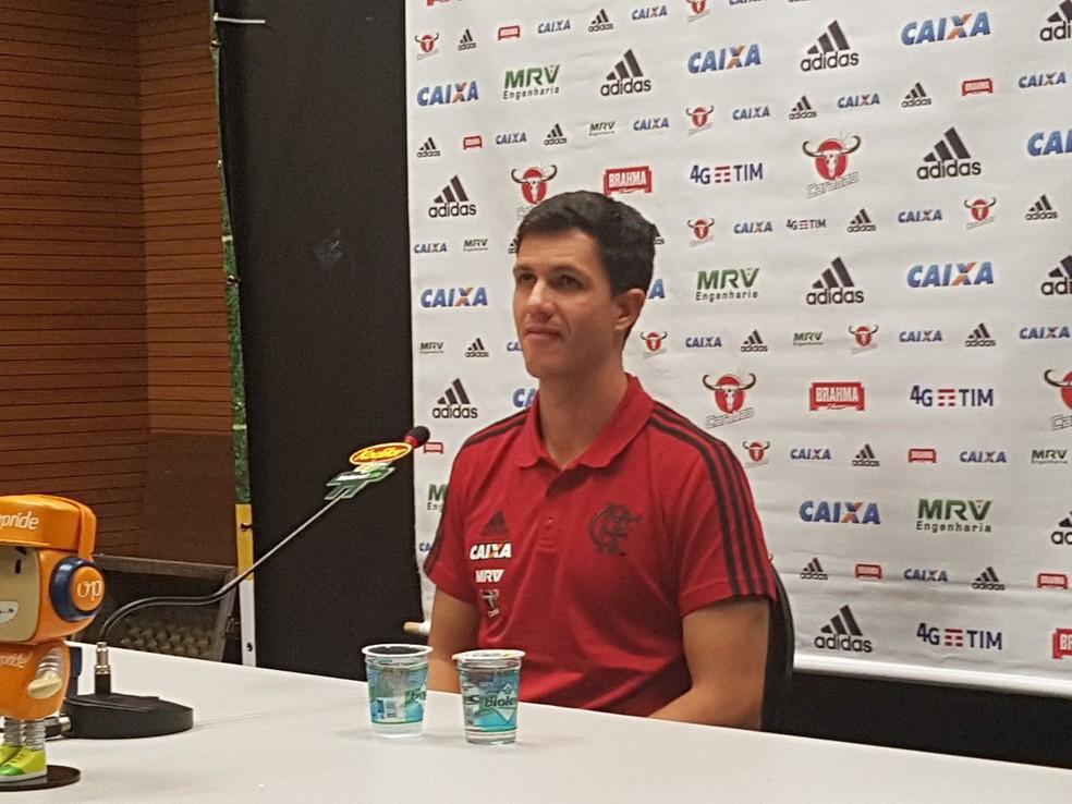 Maurício Barbieri em coletiva de imprensa  (Foto: Marcelo Baltar/GloboEsporte.com)