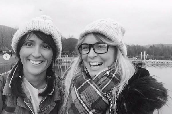 A atriz Michelle Hardwick e a produtora Kate Brooks (Foto: Instagram)