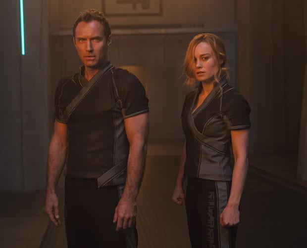 Jude Law e Brie Larson em Capitã Marvel (Foto: Chuck Zlotnick/Marvel Studios 2019/Divulgação Disney)
