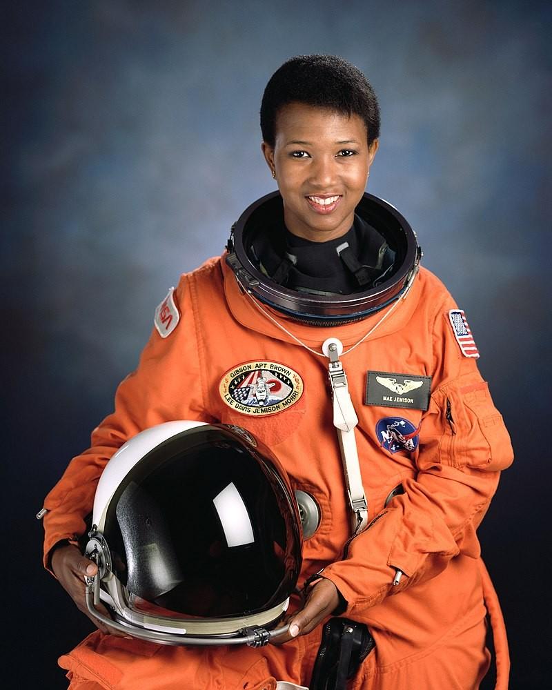 Mae se formou em Engenharia Química na Universidade Stanford (Foto: Wikimedia Commons)