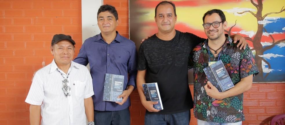 Morane e coautores durante lançamento do livro em dezembro de 2019 no Acre  — Foto: Asscom Ufac
