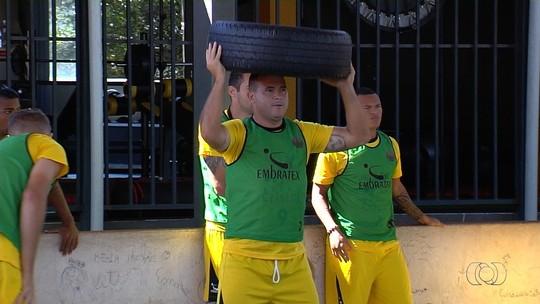 Com 150 gols no futebol goiano, Nonato pode ser bicampeão e tetra na artilharia