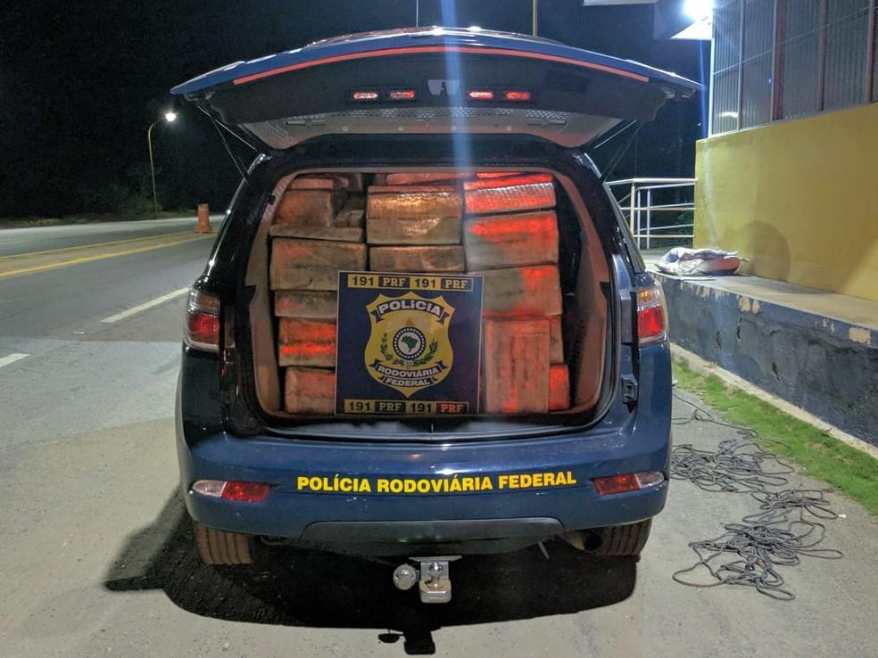 PRF apreendeu maconha na BR-262 — Foto: Polícia Rodoviária Federal/Divulgação