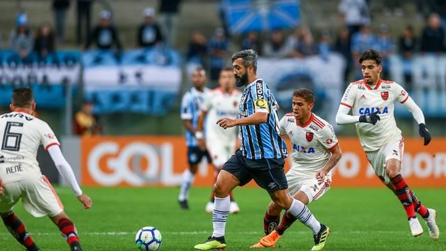 Douglas contra o Flamengo