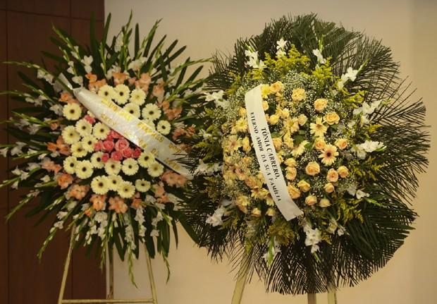 Coroas de flores (Foto: Roberto Filho/Brazil News)