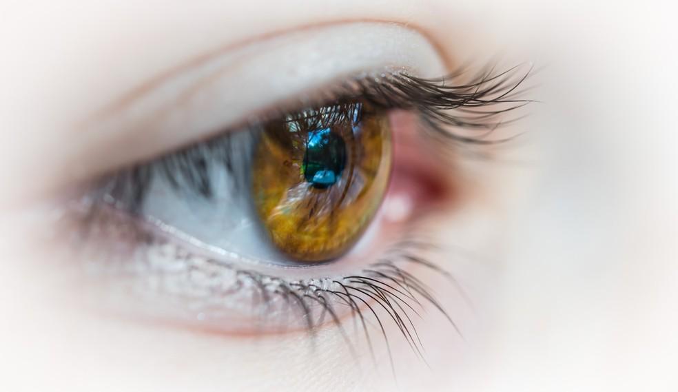 Uveíte pode desencadear outros problemas nos olhos, como catarata, glaucoma e edemas de retina — Foto: Unsplash