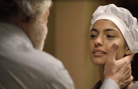 Na quinta (13), Edilene (Cynthia Senek) descobrirá que está grávida de Otávio (José de Abreu) TV Globo