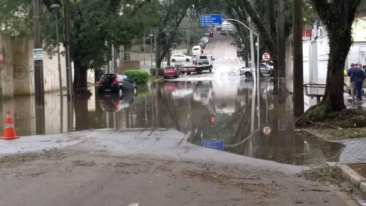 Quase 10 mil pessoas foram atingidas pela chuva em 17 cidades do Paraná, diz Defesa Civil  - Notícias - Plantão Diário