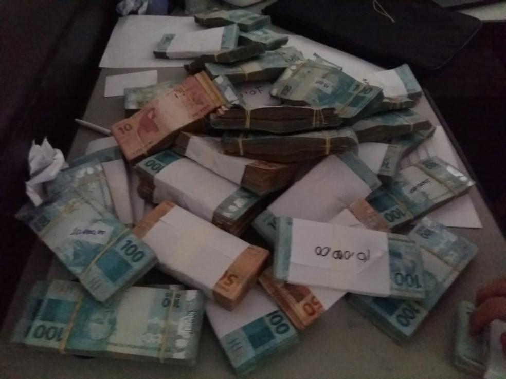 Dinheiro em espécie apreendido pela PF na 1ª fase da operação Mendacium — Foto: Divulgação/Polícia Federal
