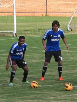 Elias ainda é dúvida, mas participa de treino misterioso de Mano Menezes