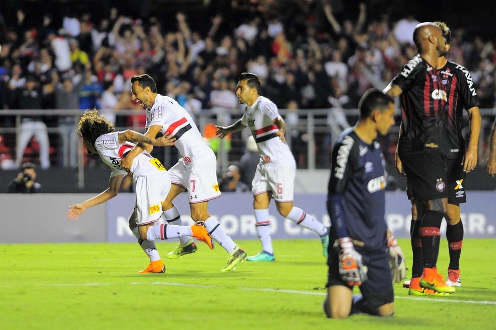 São Paulo e Atlético-PR jogaram pela quarta fase da Copa do Brasil (Foto: Marcos Ribolli)