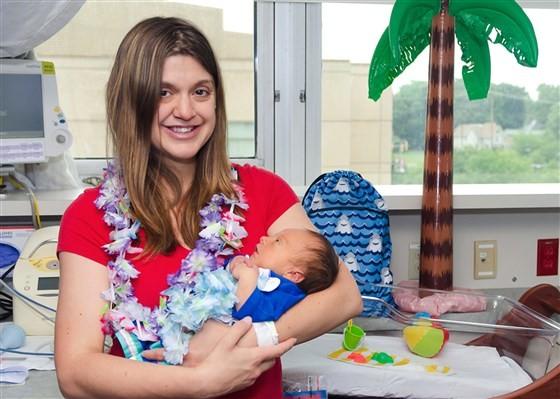bebê; luau; hospital; praia; prematuro (Foto: Joanna Shilling/Reprodução: Today)