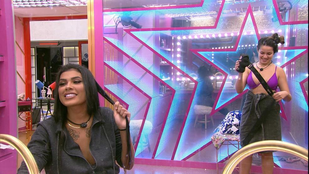 Juliette questiona se Anitta vai ser amiga dela e Pocah diz que tem ciúmes dos amigos da cantora — Foto: Globo