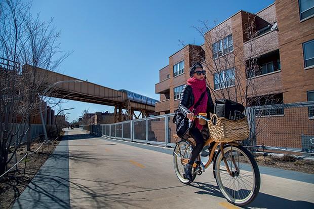 Lifestyle Chicago - A 606, linha de trem desativada que atravessa o bairro, virou pista para pedestres e ciclistas (Foto: Rogério Voltan)