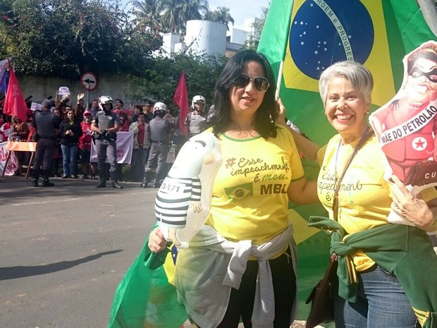 Manifestantes pró e contra a presidente afastada Dilma Rousseff em Campinas (Foto: Renata Victal/G1)