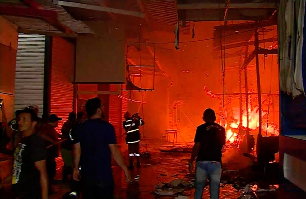 Incêndio aconteceu no espaço da Brasilit — Foto: Reprodução/TV Asa Branca