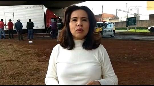 Motociclista morre depois de bater em caminhão em trevo do Contorno Norte de Maringá
