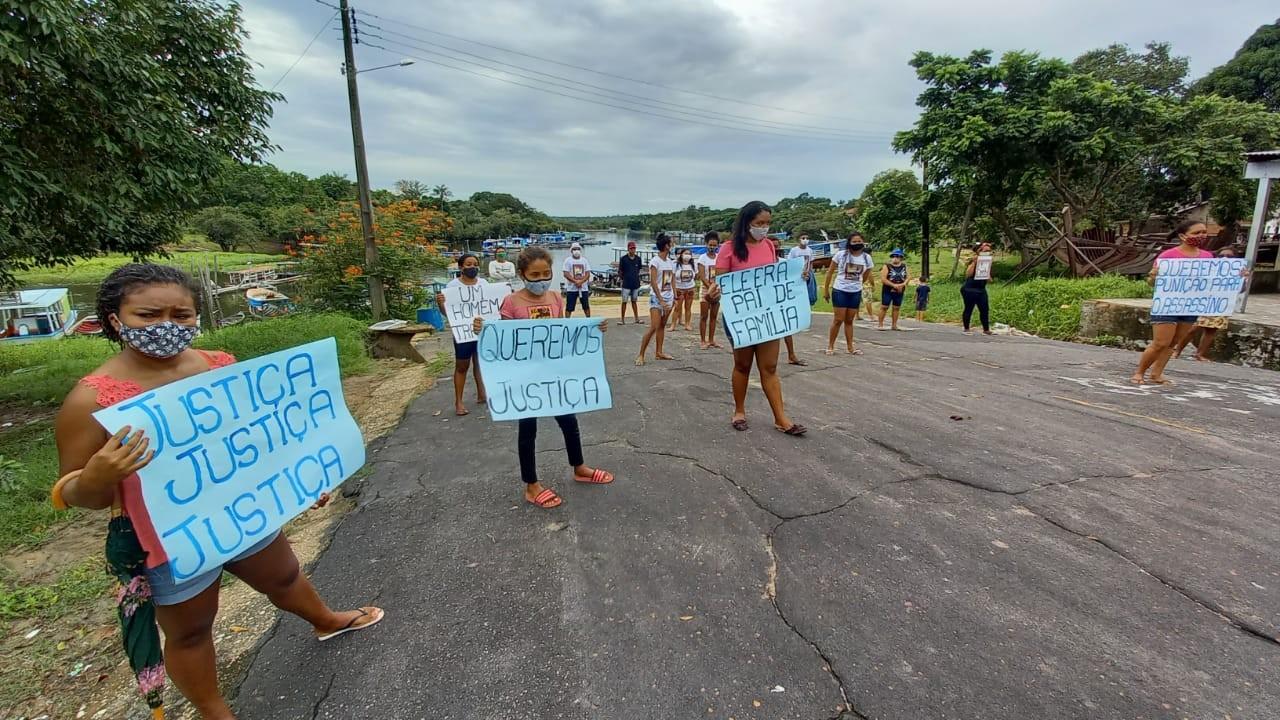 Família faz protesto e cobra justiça para caso de homem morto a facadas em Oriximiná, no Pará