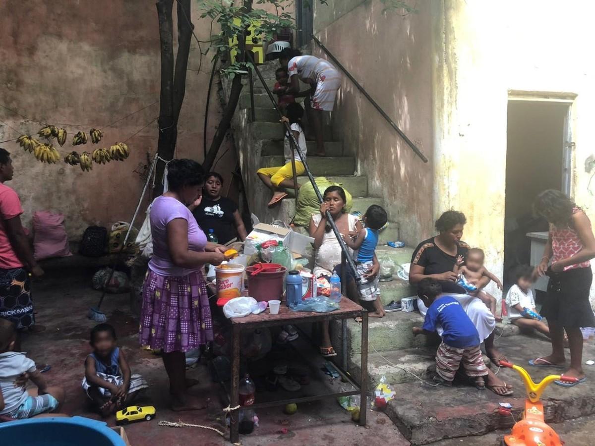Grupo de 30 venezuelanos se refugia no interior do Ceará e vive em local abandonado - G1