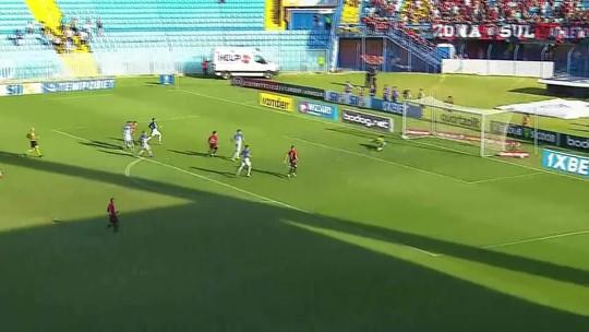 Testes e falta de entrosamento: Eduardo Barros avalia o empate do Athletico com o Avaí