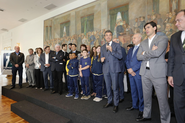 Beto Richa anuncia repasse de R$ 60,3 milhões para melhorias em escolas do Paraná
