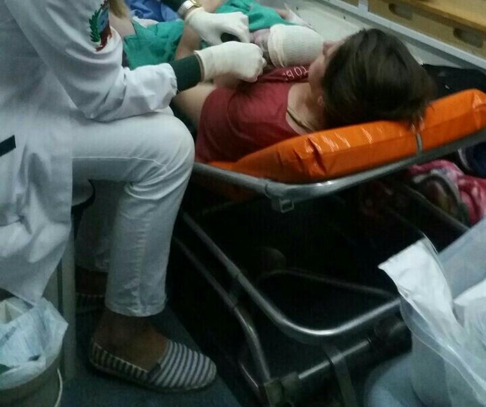 Menino nasceu na ambulância antes da chegada da equipe médica na BR-373, em Ponta Grossa.  (Foto: Polícia Rodoviária Federal/Divulgação)