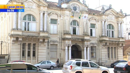 Justiça bloqueia bens de ex-prefeito de Cruz Alta e outros 3 por irregularidades em serviço de cemitério