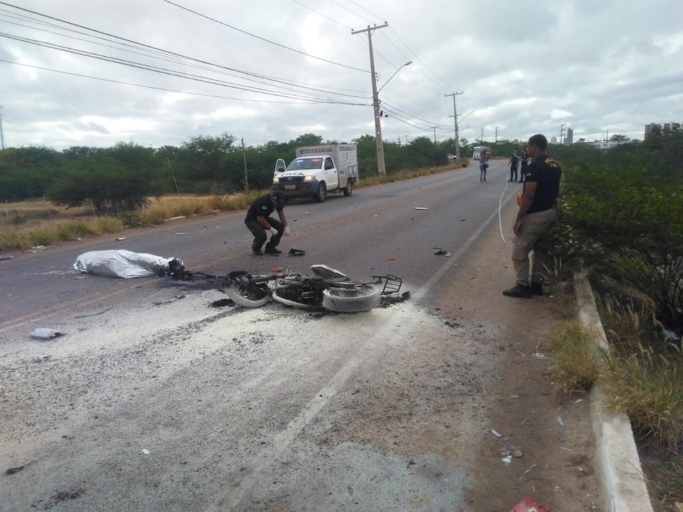 O acidente aconteceu no Distrito Industrial de Petrolina (Foto: Kris de Lima / TV Grande Rio)