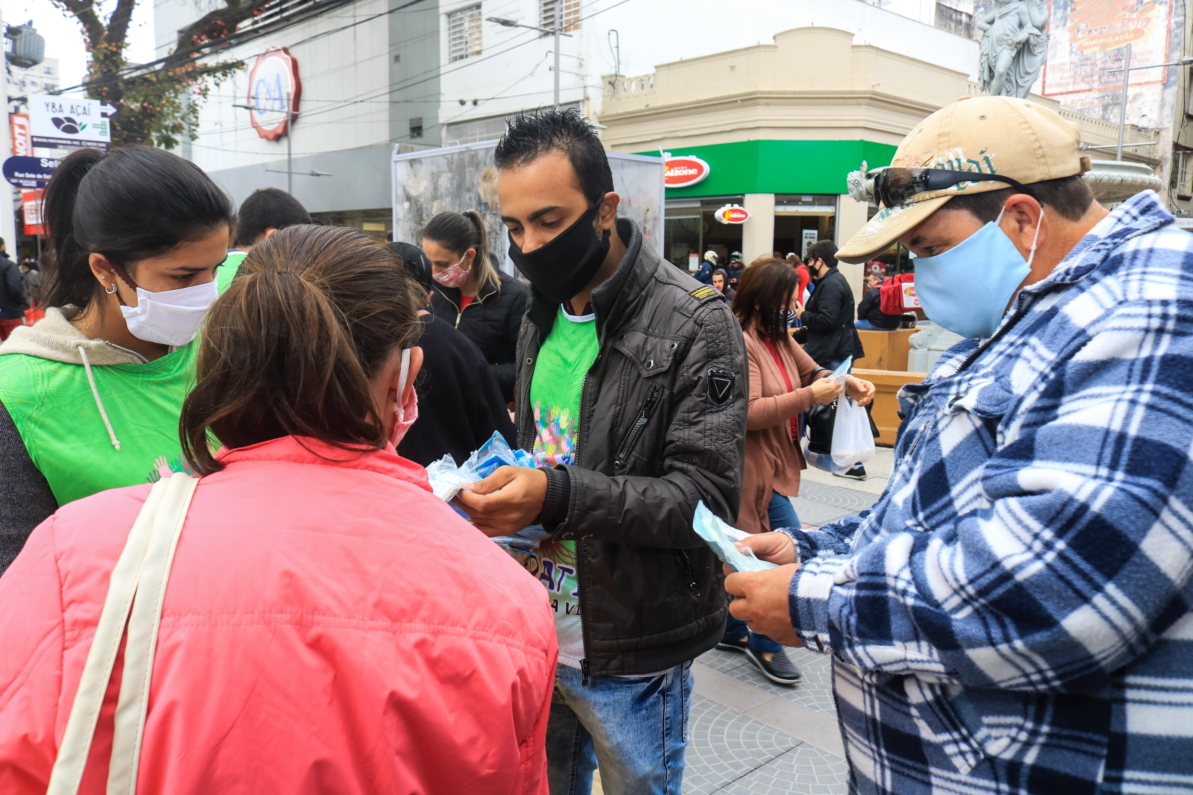 Prefeitura de Pelotas sanciona lei que multa estabelecimentos com aglomeração e moradores que não utilizarem máscaras