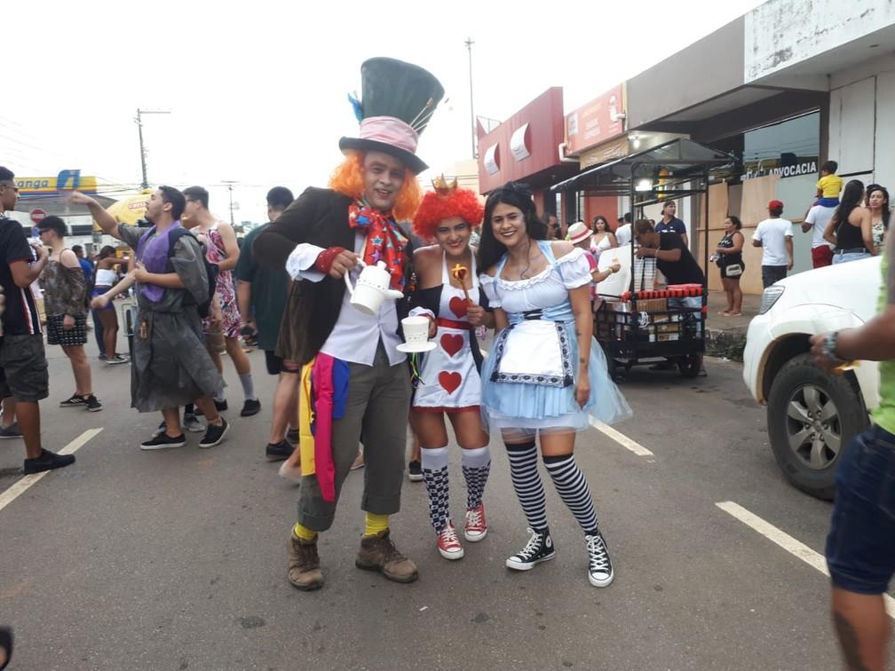 """""""Alice"""" veio com o """"país das maravilhas"""" completo também para curtir o carnaval com a BVQQ em Porto Velho.  — Foto: Ana Kézia Gomes/G1"""