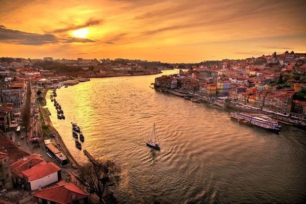 Puesta de sol en Oporto sobre el Rio Duero (Foto: Getty Images/iStockphoto)