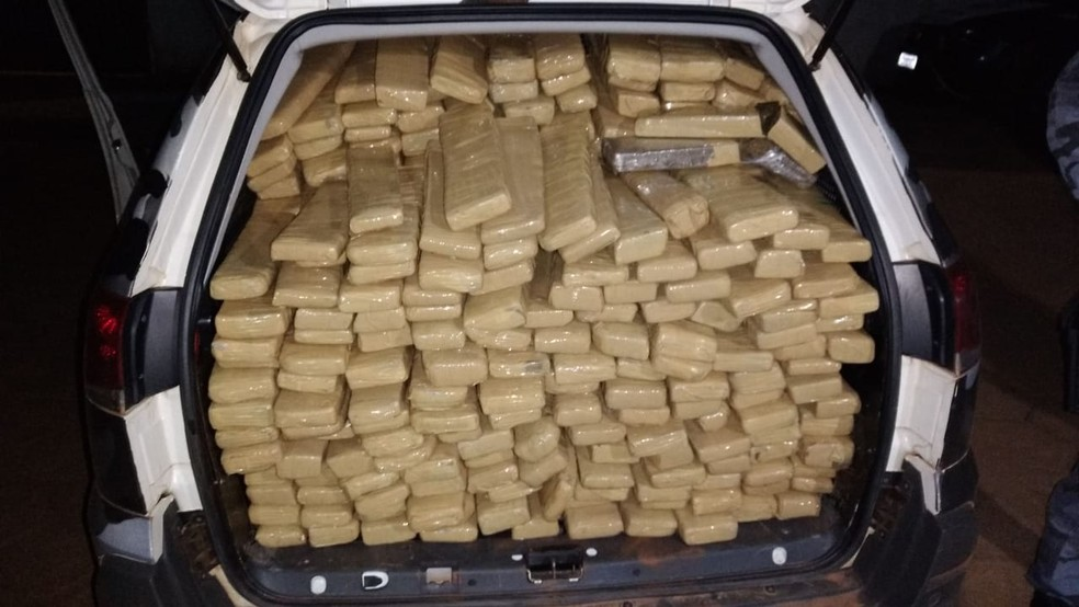 Motorista foi preso na madrugada desta sexta-feira (20) com mais de 300 kg de maconha em Confresa, — Foto: Força Tática da Polícia Militar de Mato Grosso