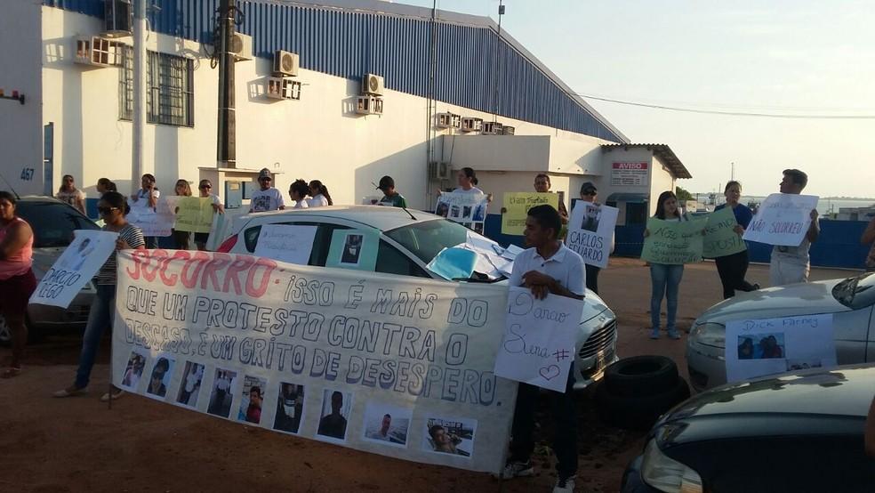Familiares usaram cartazes e faixas para cobrar celeridade no resgate dos nove desaparecidos (Foto: Hudson Bastos/Arquivo Pessoal)