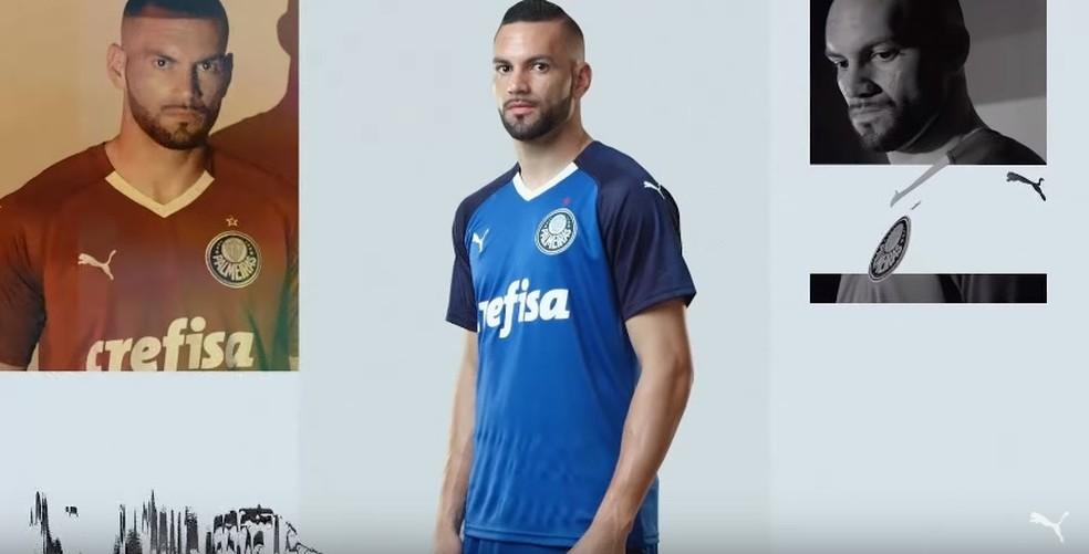 Weverton com a nova camisa de goleiro do Palmeiras — Foto  Reprodução    Youtube 7b17584b3be01