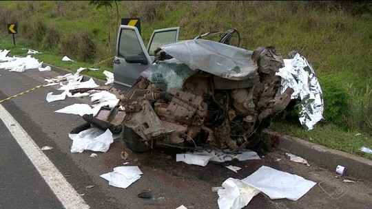 Acidente entre ônibus e carro na BR-101 deixa dois mortos e 43 feridos no ES