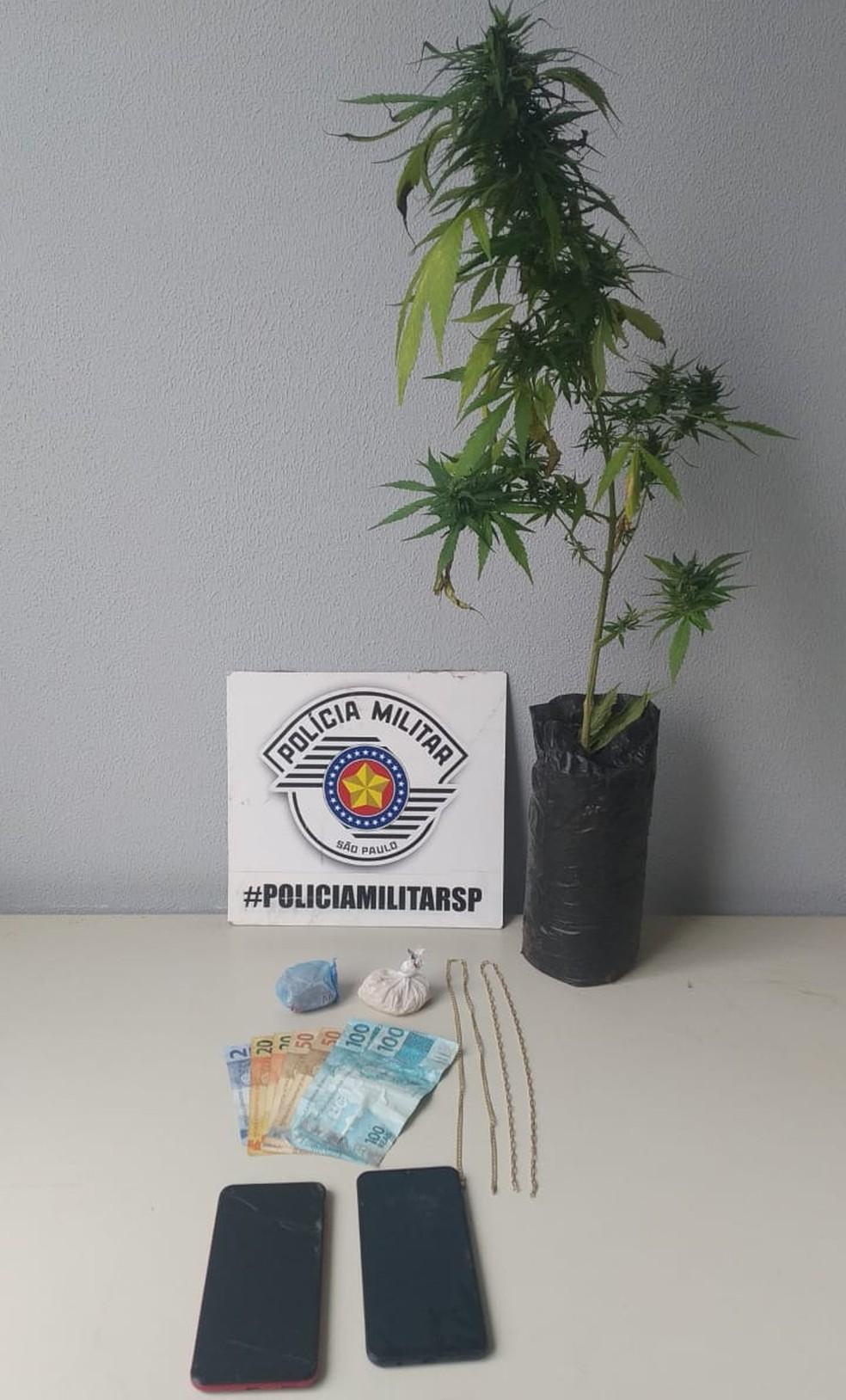 Caminhonete roubada na cidade de Paraguaçu Paulista foi localizada em uma residência em Presidente Prudente — Foto: Polícia Militar