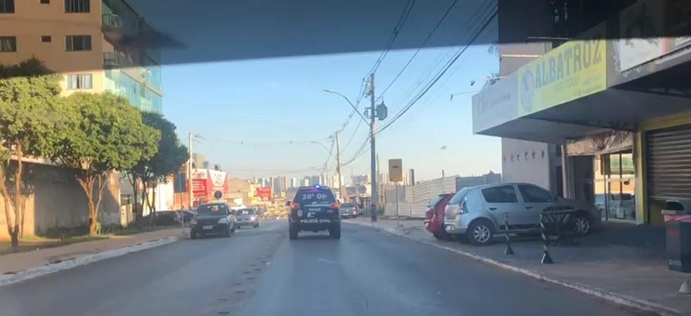 Policiais Civis perseguem suspeito de tráfico em Vicente Pires, no DF — Foto: PCDF/Divulgação