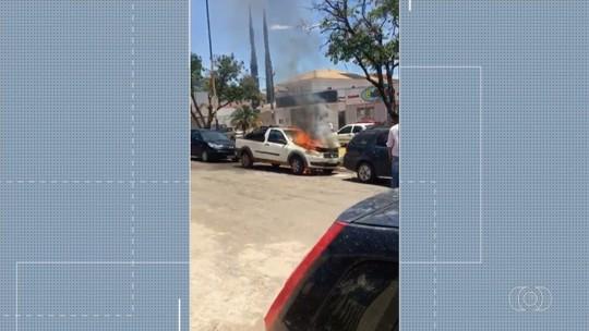 Carro pega fogo em Formosa; vídeo
