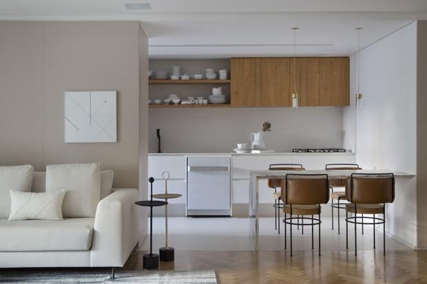 Apê de 150 m² tem décor com muita madeira e design assinado  (Foto: FOTOS DENILSON MACHADO)