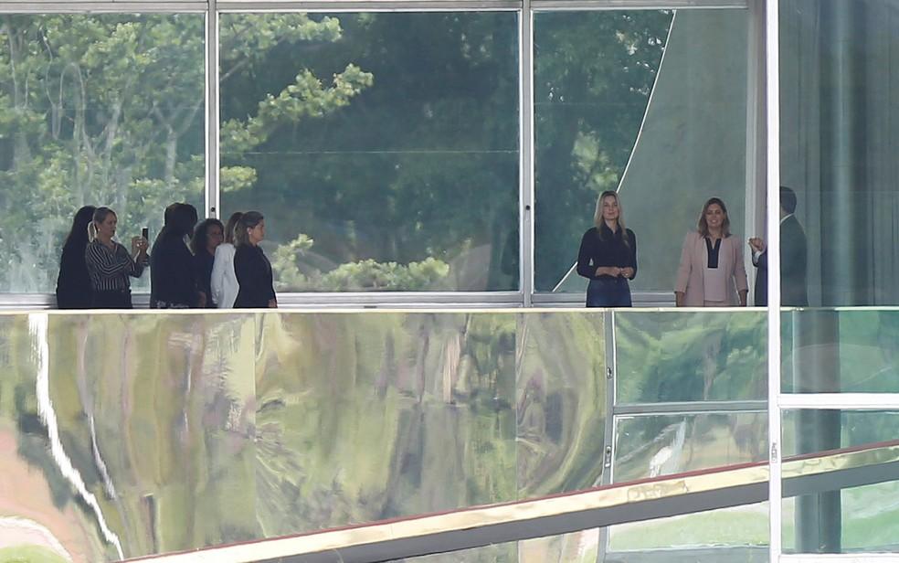 Marcela Temer e Michelle Bolsonaro visitam o Palácio do Alvorada, em Brasília — Foto: Adriano Machado/Reuters