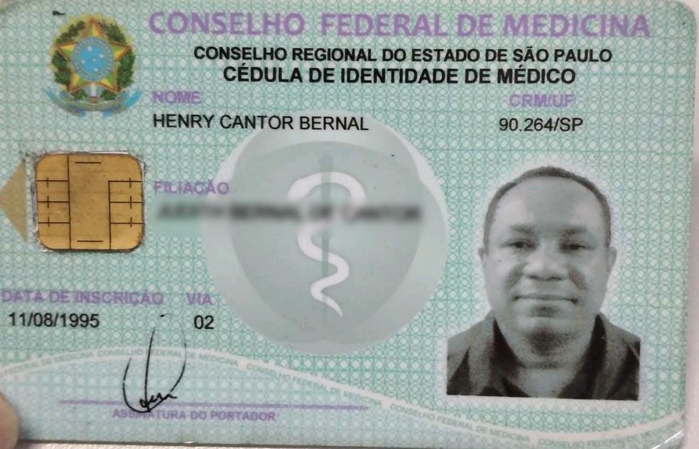 Homem usava nome de médico verdadeiro para atuar em Praia Grande (SP). — Foto: G1 Santos